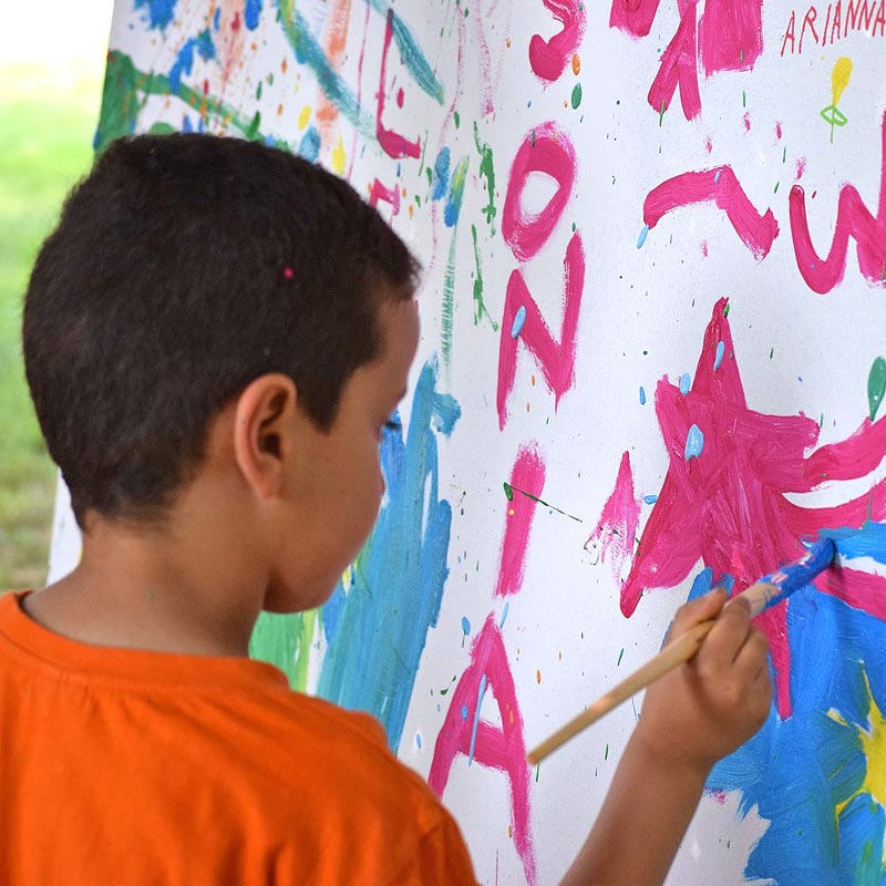 Messy play stimulates children's imaginations